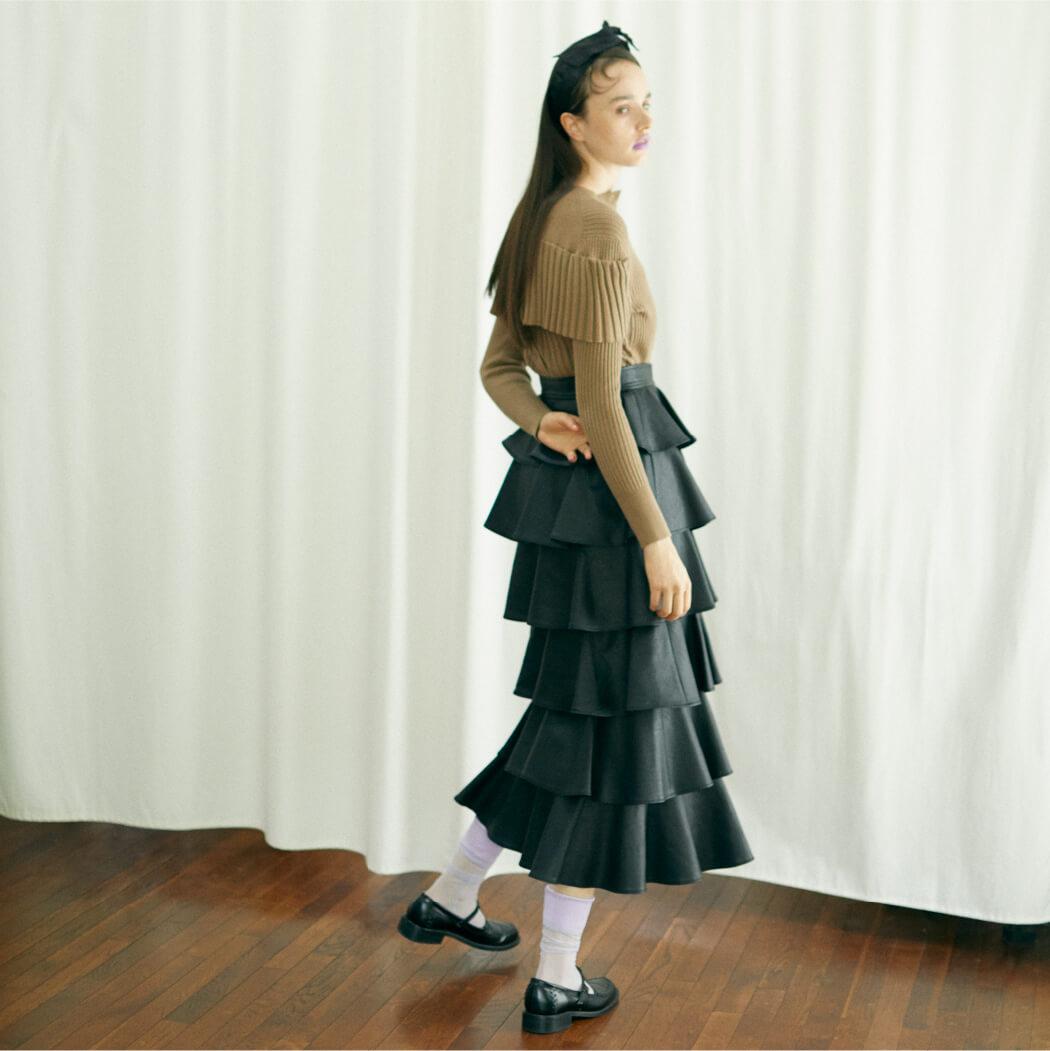 Tops 16,500 yen+tax, Skirt 23,000 yen+tax,Hair band 5,500 yen+tax, Shoes 24,000 yen+tax